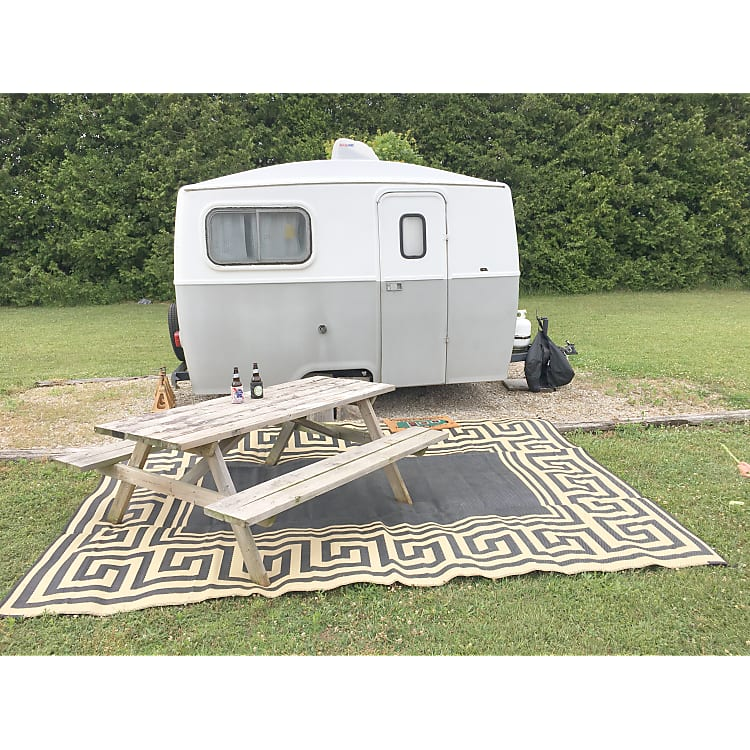 Comes with ez pop up tent/awning