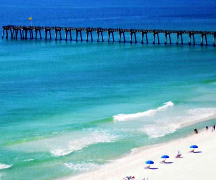 Beautiful Beaches to play or fish on the pier