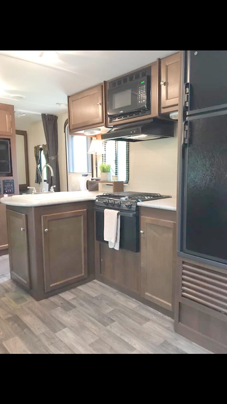 Well laid out kitchen with island