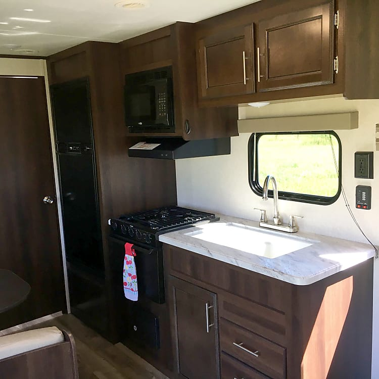 kitchen comes with pots/pans toaster coffee maker, kitchen tools.