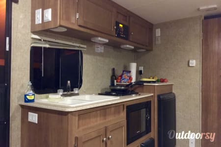 2016 Coachmen Apex Ultra-Lite - Light Weight Easy Tow & Sleeps 4! Delivery and Setup Available!  Tampa, Florida