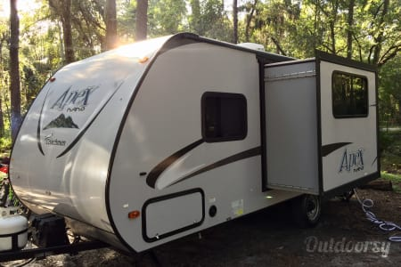 02016 Coachmen Apex Ultra-Lite - Light Weight Easy Tow & Sleeps 4! Delivery and Setup Available!  Tampa, Florida