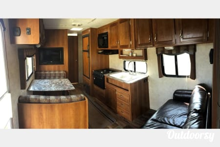 1/2 ton towable, Fully Insured, Low cost, Clean, Newer Camper to AVENGE your vacation!!!  Killeen, TX