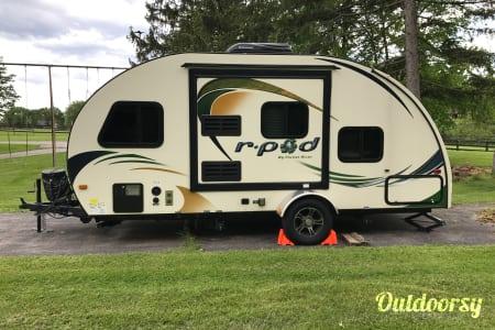 2014 Forest River R-Pod 182G Ultralight Travel Trailer  Hudson, Ohio