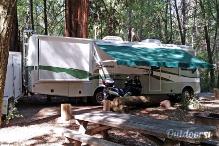 The KKOACH (32 ft Workhorse Chassis w/1 Owner, Low Miles)  Redding, California