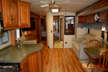 2007 Winnebago Vectra  Winter Haven, Florida