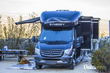 02018 Thor Synergy SD24 - Mercedes Luxury in an RV  Torrance, CA