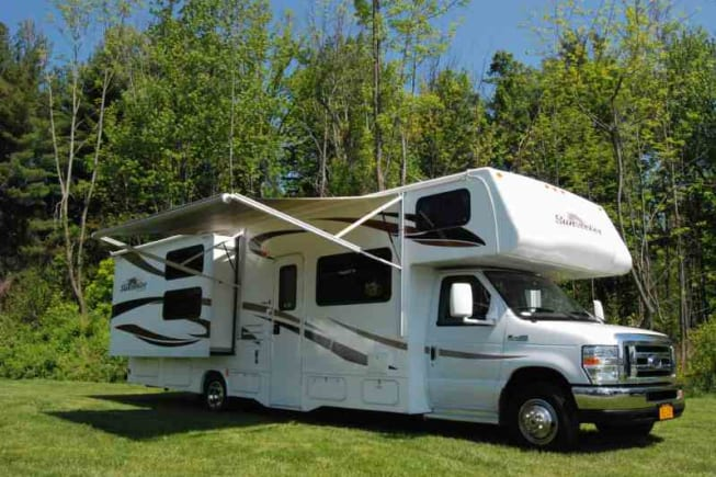 Spacious family size Class C RV with Queen size bed and 3 bunks. Will fit family of 6.