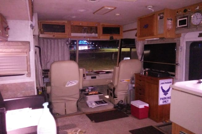 2005 Winnebago Voyage available for rent in Tullahoma TN