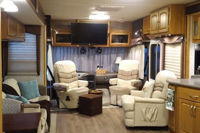 2004 Fleetwood Pace Arrow available for rent in Ocala FL