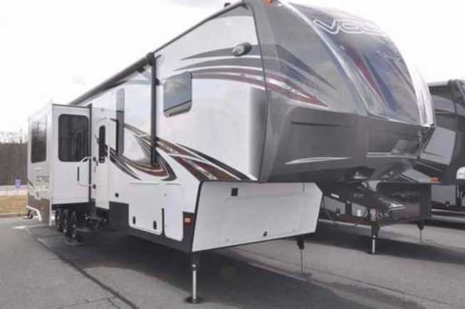 2015 Dutchmen Voltage available for rent in Burleson TX