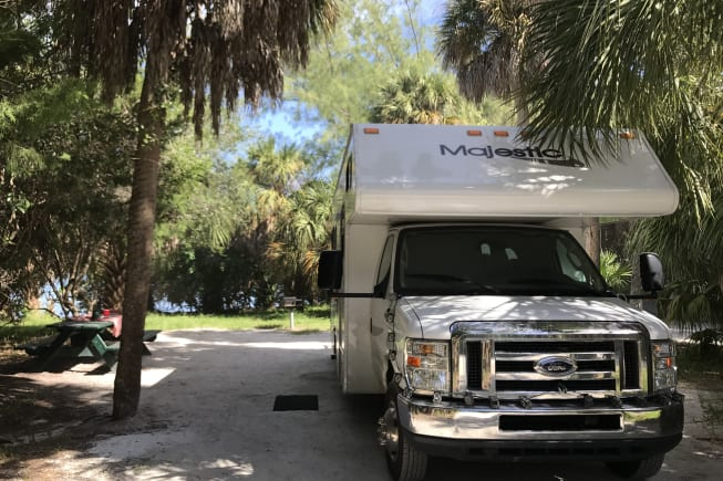 2012 Thor Motor Coach Four Winds Majestic available for rent in Tampa FL