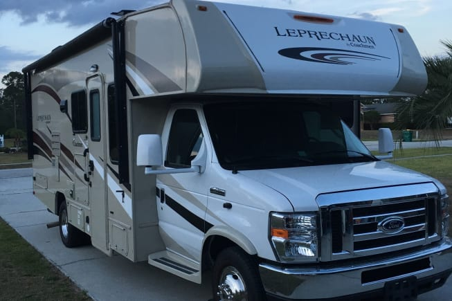 Beautiful , Looks almost Brand New! Reversing Camera to help Park RV! Side Cameras!   Big Foot Auto Jack levelling system. Automatic Awning !