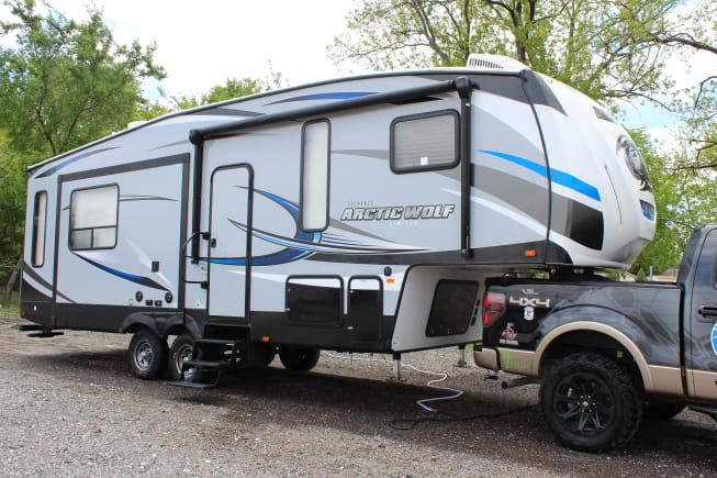 2018 Arctic wolf Fifth wheel designed to be used with half ton trucks and larger for short beds (In picture is a 2011 F150 eco-boost with a 5-1/2 foot bed)
