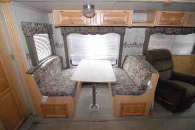 2005 R-Vision Trail-Bay 32bhs available for rent in royal center IN