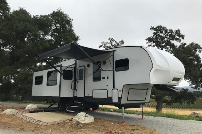 Brand new 2018 5th wheel. Very clean and dependable.