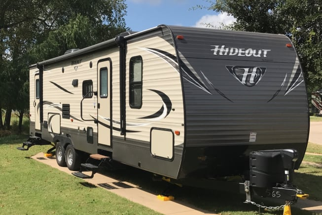 This trailer has plenty of indoor and outdoor space for those fun outdoor weekends or your great urban getaway.