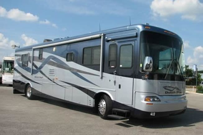 Dutch Star Diesel Pusher with double slides sleeps 4 comfortably