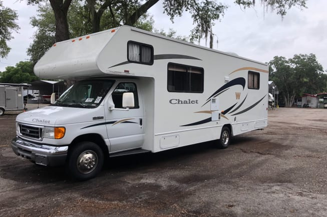 2007 Winnebago Chalet available for rent in Gibsonton FL