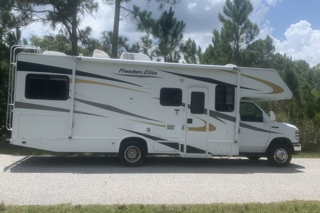 2009 Thor Motor Coach Freedom Elite available for rent in North Port FL