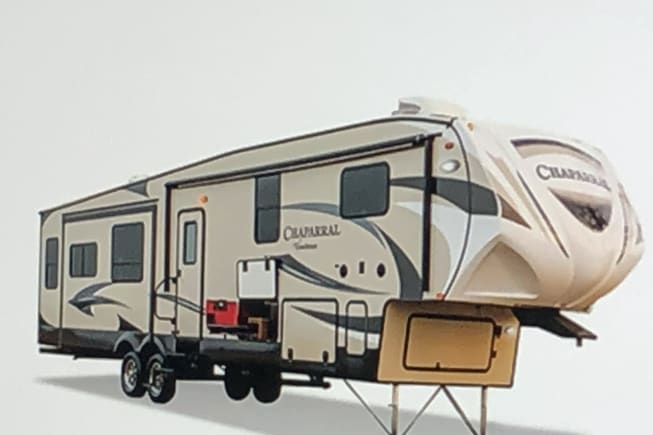 Great RV to hit the road or just sit back and relax in!
