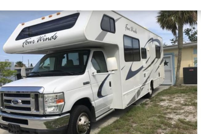 2011 Thor Motor Coach Four Winds available for rent in Pinellas Park FL