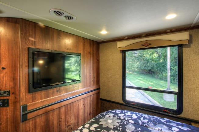 2014 Fleetwood Excursion Class A for Rent in West Chester ...