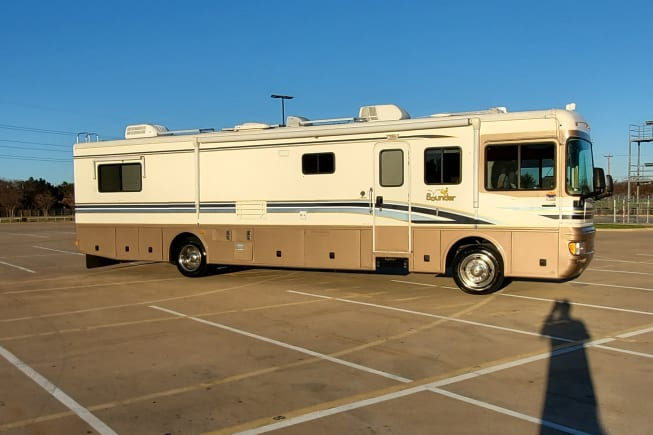 2000 Fleetwood Bounder available for rent in Hurst TX