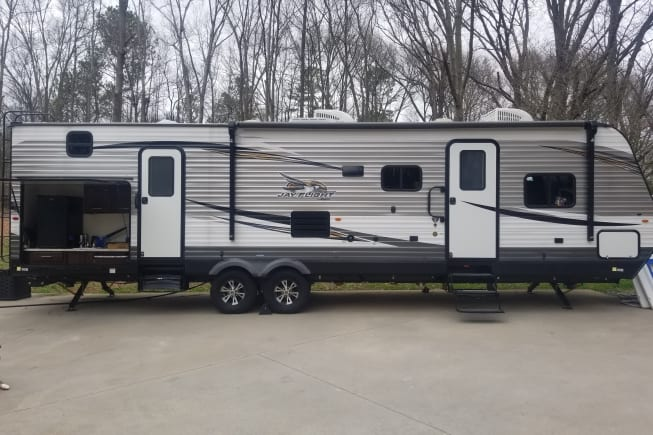 32 foot long and has a out door kitchen