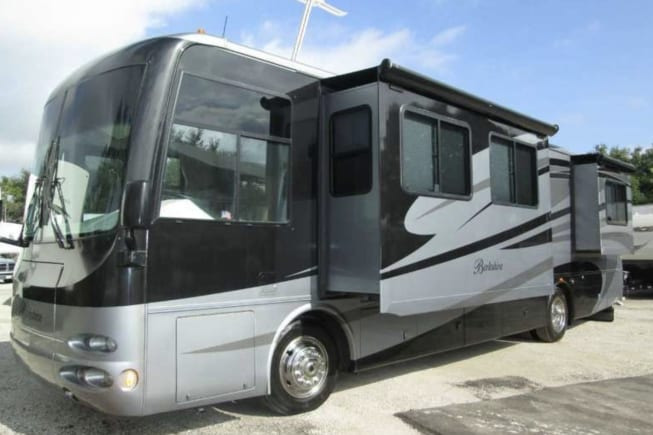 2008 Forest River Berkshire available for rent in roanoke IN