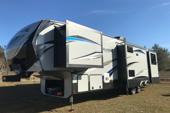 2017 Keystone Avalanche available for rent in Thonotosassa FL