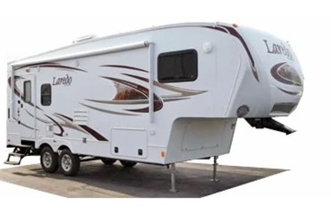 Fifth Wheel - weighs only 7777 lbs