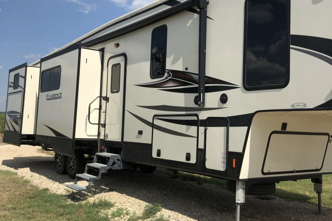 2018 Heartland Elkridge available for rent in Floresville TX