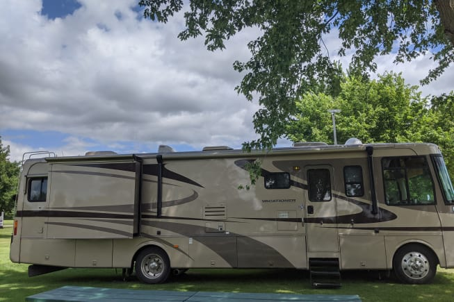 2004 Holiday Rambler Vacationer available for rent in Buffalo MN