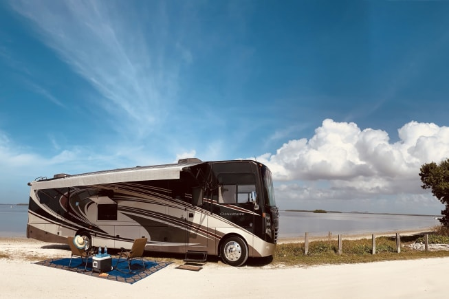 2014 Thor Motor Coach Challenger available for rent in Cape Coral FL