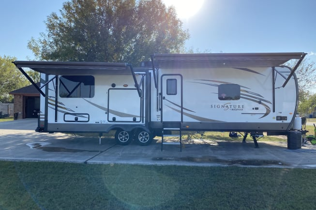 2020 Forest River Rockwood Signature Lite available for rent in Floresville TX