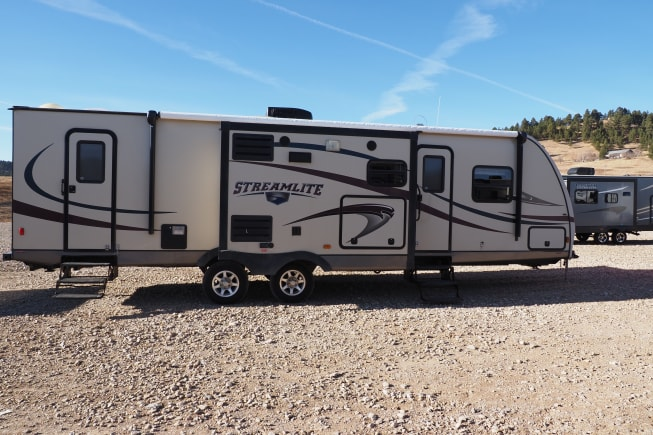 2013 Gulf Stream Streamlite Champagne available for rent in Hot Springs SD