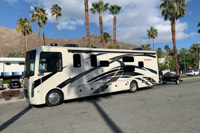 2021 Thor Motor Coach Hurricane available for rent in Orlando CA