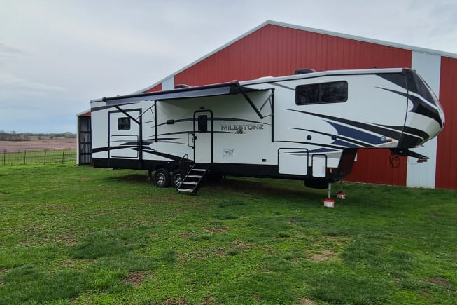 2019 Heartland 389tb available for rent in Plattsburg MO
