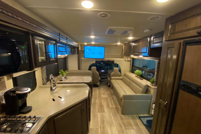 2018 Thor Motor Coach Four Winds with full wall slide available for rent in Mansfield TX