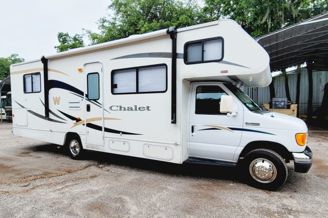 2007 Winnebago Chalet available for rent in Tampa FL