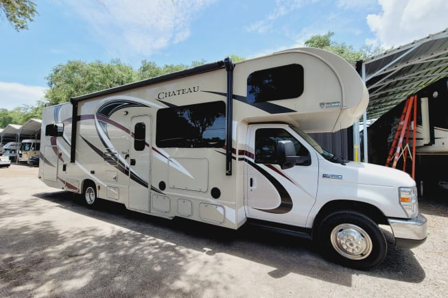 2017 Thor Motor Coach Chateau available for rent in Gibsonton FL