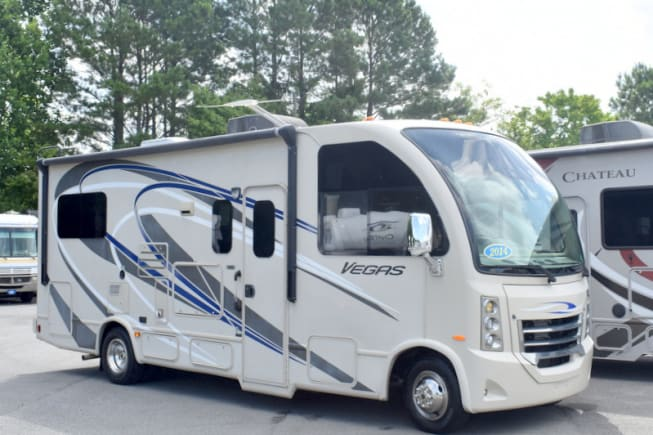 2014 Thor Motor Coach Vegas available for rent in Lawton MI