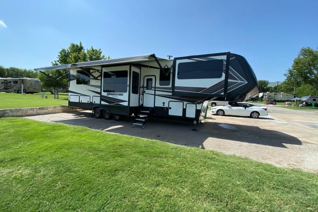 2018 Grand Design Momentum available for rent in Northlake TX