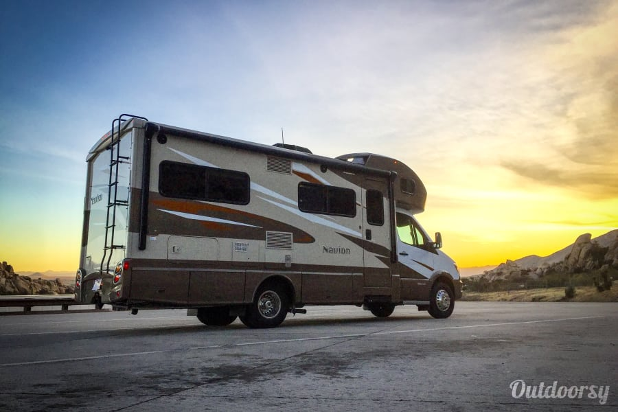 exterior 2017 Model J (Los Angeles) - Mercedes Winnebago Navion Los Angeles, CA