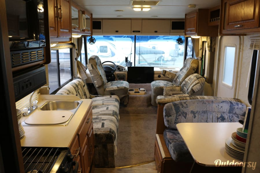 2001 Thor Motor Coach Hurricane Marina Del Rey, CA