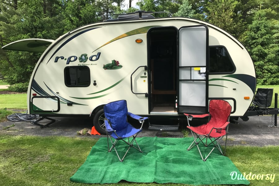 2014 Forest River R-Pod 182G Ultralight Travel Trailer, sleeps 4, easy to tow! Hudson, OH