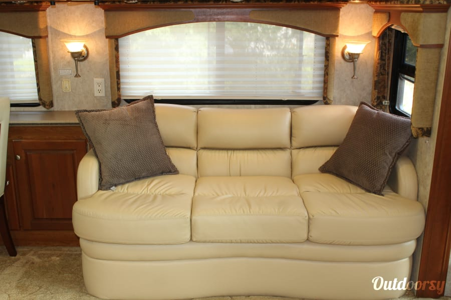 2005 Monaco Diplomat Old Bethpage, New York New Ultra Leather Couch! Very comfy.