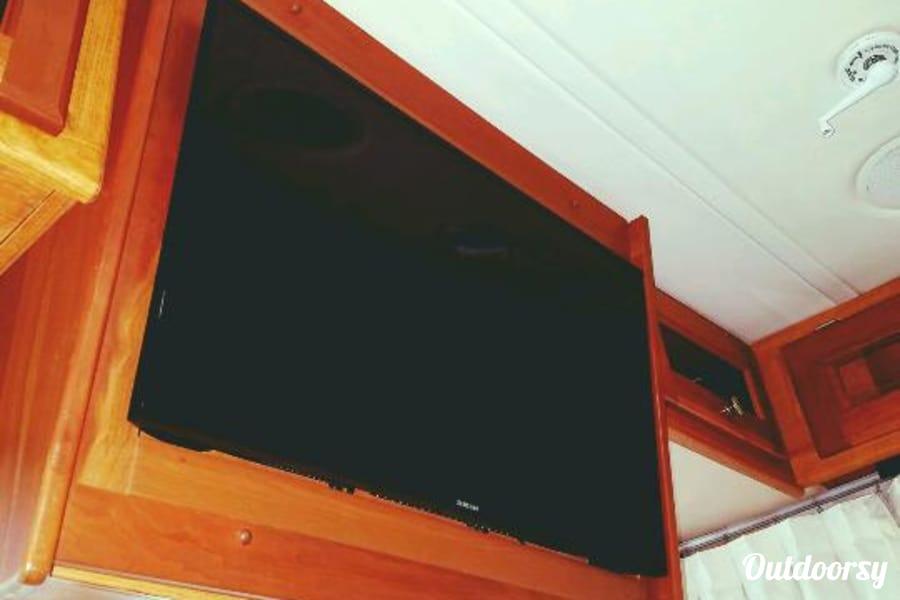 2005 Monaco Diplomat Old Bethpage, New York 32' Smart TV in living area.