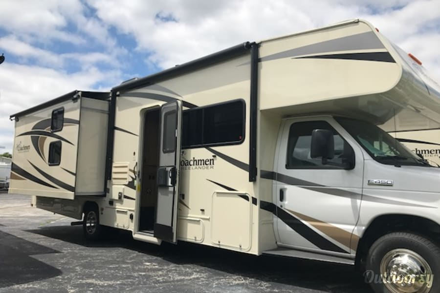exterior 2018 Coachmen Freelander Channahon, IL